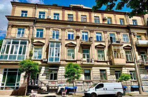 building facade Velyka Zhytomyrska 34