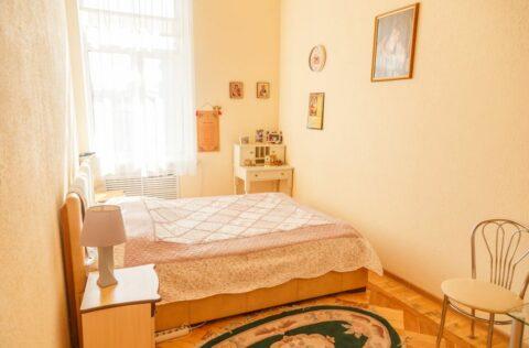 bedroom Antonovycha 10