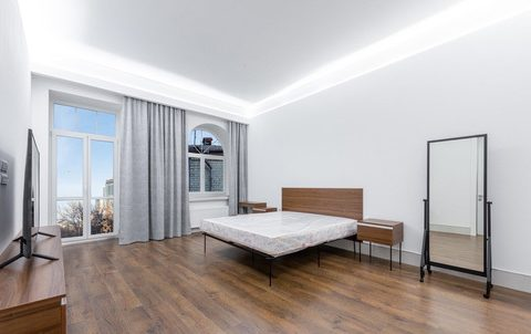 spacious bedroom with mirrow
